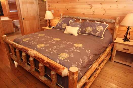 second floor bedroom with attached bath at starry starry night a 2 bedroom cabin rental located in pigeon forge