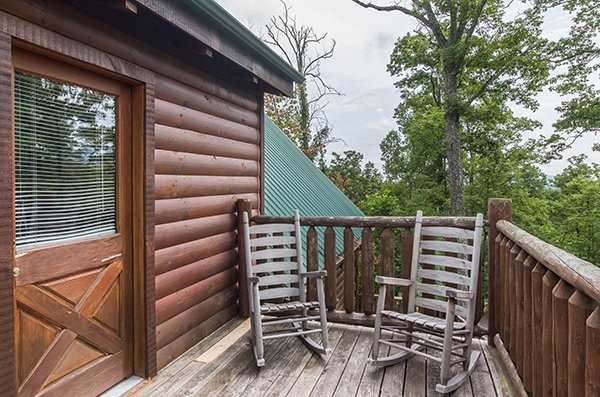 Deck rocking chairs at Bear View Lodge, a 2-bedroom cabin rental located in Gatlinburg