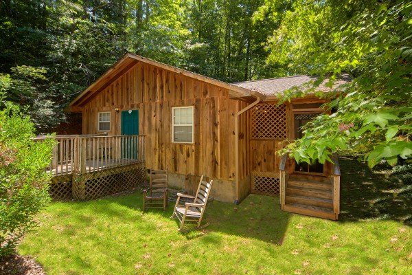 Exterior front view of the cabin and yard at Dream Catcher, a 1-bedroom cabin rental located in Pigeon Forge