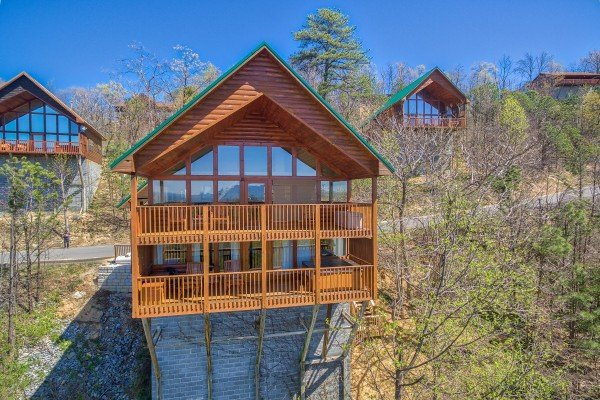 two levels of decks at all that jazz a 1 bedroom cabin rental located in pigeon forge