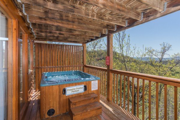 hot tub with privacy fence overlooking the view at all that jazz a 1 bedroom cabin rental located in pigeon forge