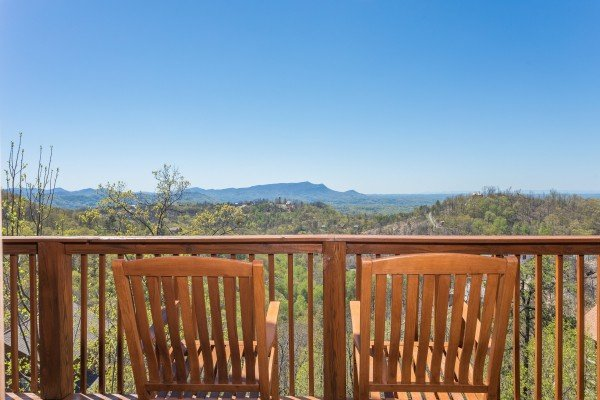 rocking chairs on a deck overlooking the mountains at all that jazz a 1 bedroom cabin rental located in pigeon forge