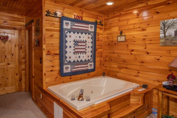 Jacuzzi in the king bedroom at Bear Country, a 3-bedroom cabin rental located in Pigeon Forge