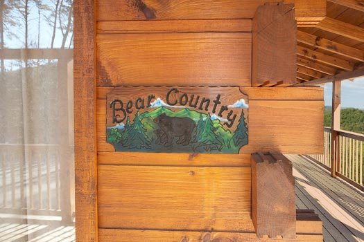 Custom welcome sign at Bear Country, a 3-bedroom cabin rental located in Pigeon Forge