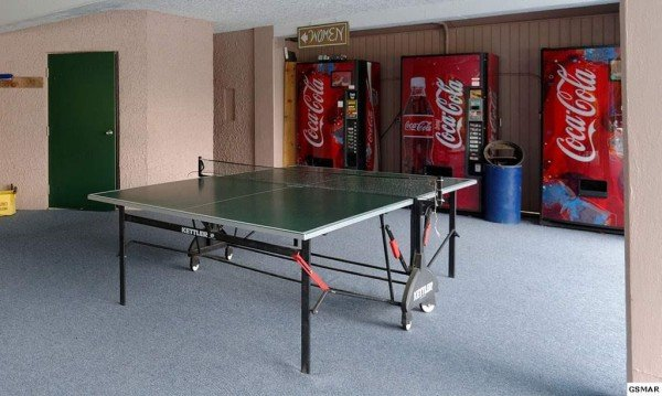 Ping Pong table and vending machines at Chalet Village at Le Bear Chalet, a 7 bedroom cabin rental located in Gatlinburg