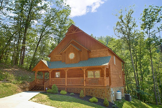 two story 3 bedroom cabin rental located in pigeon forge called cozy creek