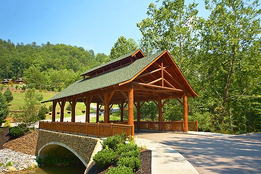 covered bridge entrance at cozy creek a 3 bedroom cabin rental located in pigeon forge
