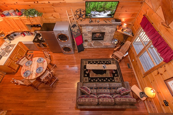 at bear hug hideaway a 1 bedroom cabin rental located in pigeon forge