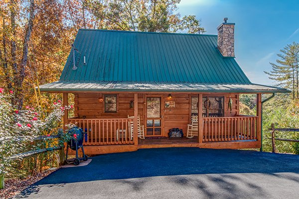 Front exterior and flat parking at Bear Hug Hideaway, a 1-bedroom cabin rental located in Pigeon Forge