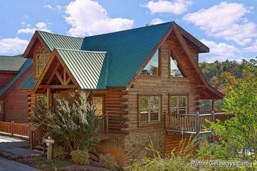 Logged Out, a 3 bedroom cabin rental located in Pigeon Forge