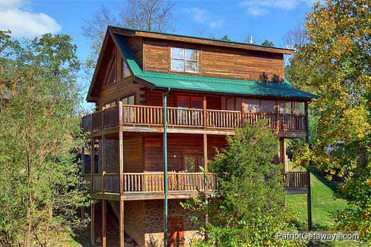Exterior view of back of Logged Out, a 3 bedroom cabin rental located in Pigeon Forge