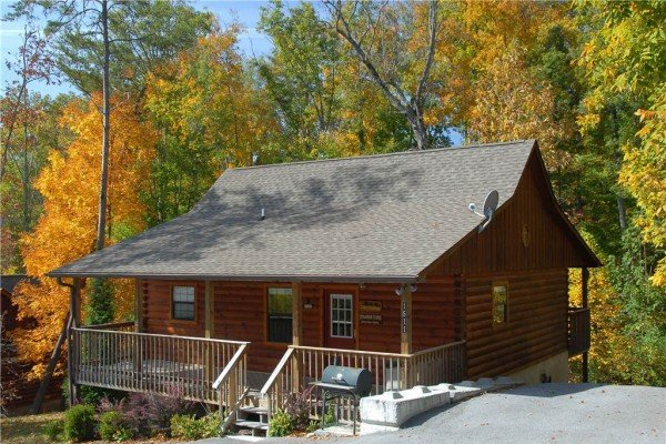 exterior view at a beary cozy escape a 1 bedroom cabin rental located in pigeon forge
