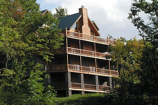 4 floors of decks on the back of Big Bear Lodge, a 7-bedroom cabin rental located in Gatlinburg