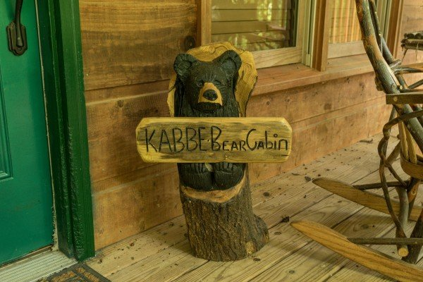 Welcome sign at Kabbe Bear Cabin, a 1 bedroom cabin rental located in Gatlinburg