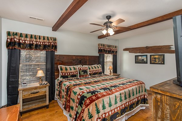 Main bedroom with a king bed at Kabbe Bear Cabin, a 1 bedroom cabin rental located in Gatlinburg