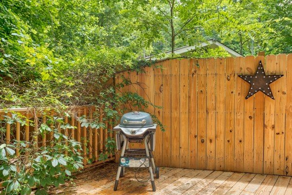 Grill on the deck at Kabbe Bear Cabin, a 1 bedroom cabin rental located in Gatlinburg