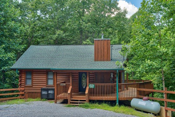 close up exterior view at angel's place a 2 bedroom cabin rental located in pigeon forge