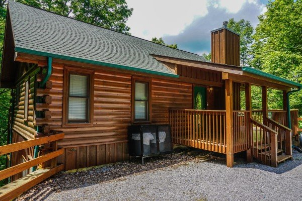 front exterior of angel's place a 2 bedroom cabin rental located in pigeon forge