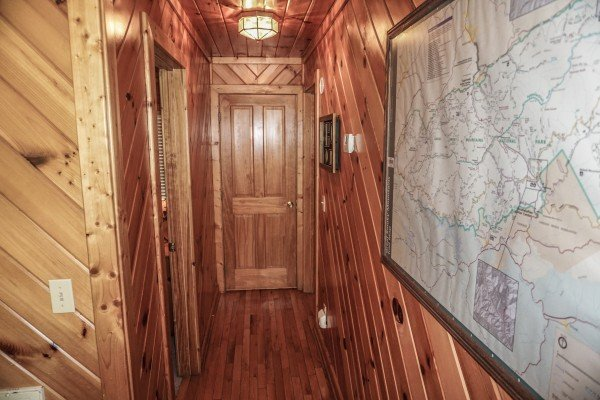 hallway with large area map at angel's place a 2 bedroom cabin rental located in pigeon forge