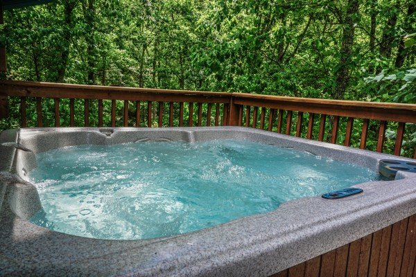 hot tub at angel's place a 2 bedroom cabin rental located in pigeon forge
