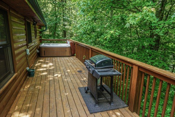 gas grill on the deck at angel's place a 2 bedroom cabin rental located in pigeon forge