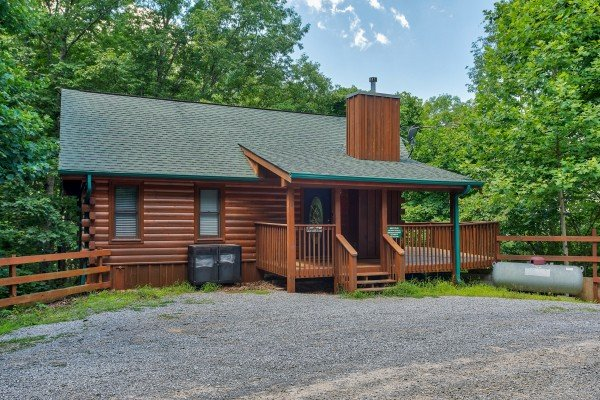 flat gravel parking at angel's place a 2 bedroom cabin rental located in pigeon forge