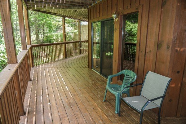 large wrap around deck at angel's place a 2 bedroom cabin rental located in pigeon forge