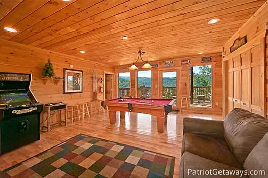 game room at elk horn lodge a 5 bedroom cabin rental located in gatlinburg