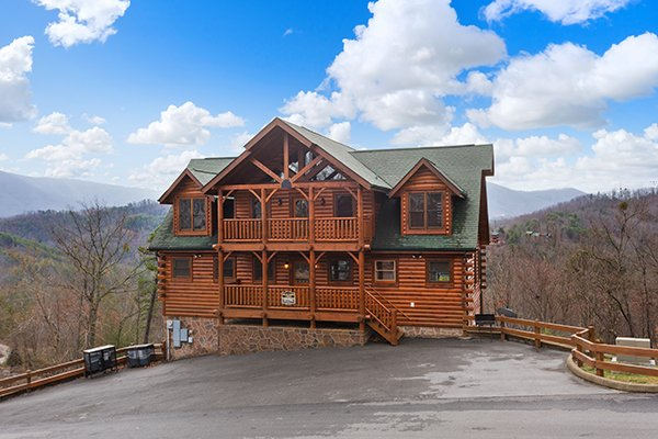 Exterior and plenty of paved parking at Grand Timber Lodge, a 5-bedroom cabin rental located in Pigeon Forge