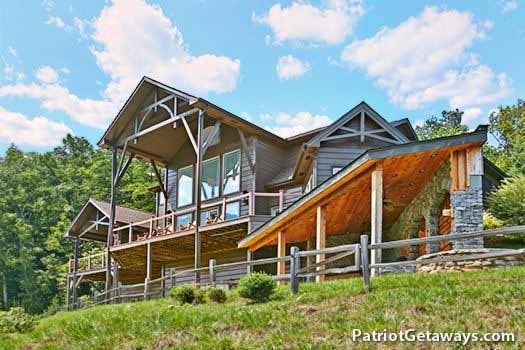 Back of Grande Mountain Lodge, a 5-bedroom cabin rental located in Pigeon Forge
