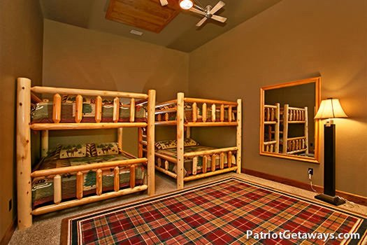queen bunk beds on the first floor at grande mountain lodge a 5 bedroom cabin rental located in pigeon forge