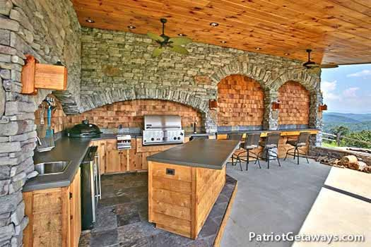 outdoor kitchen at grande mountain lodge a 5 bedroom cabin rental located in pigeon forge