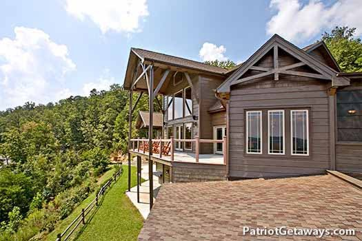 Grande Mountain Lodge, a 5-bedroom cabin rental located in Pigeon Forge