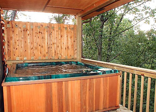 covered hot tub at mountain mist a 1 bedroom cabin rental located in pigeon forge