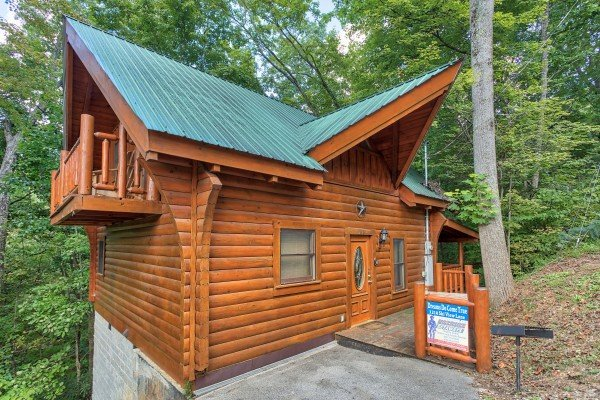 Entry and front porch at Dreams Do Come True, a 1-bedroom cabin rental located in Pigeon Forge
