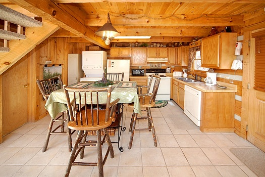 dining room at sweet serenity a 1 bedroom cabin rental located in pigeon forge