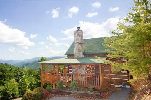 exterior front view at sweet serenity a 1 bedroom cabin rental located in pigeon forge