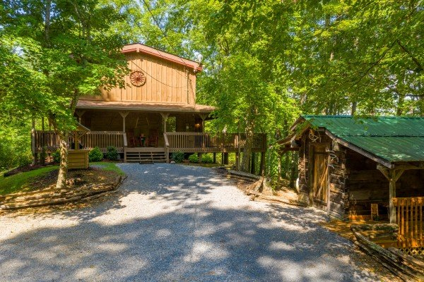 Driveway and cabin at Bearfoot Adventure, a 2 bedroom cabin rental located in Gatlinburg