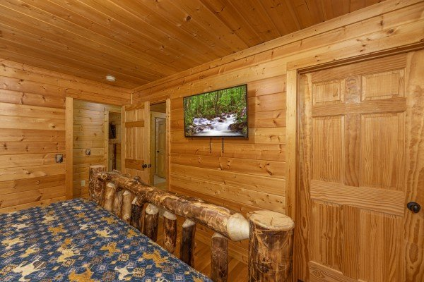 TV in a bedroom at 3 Crazy Cubs, a 5 bedroom cabin rental located in Pigeon Forge