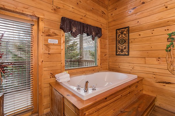 Jacuzzi tub at 5 Star Celebration, a 1 bedroom cabin rental located in Pigeon Forge