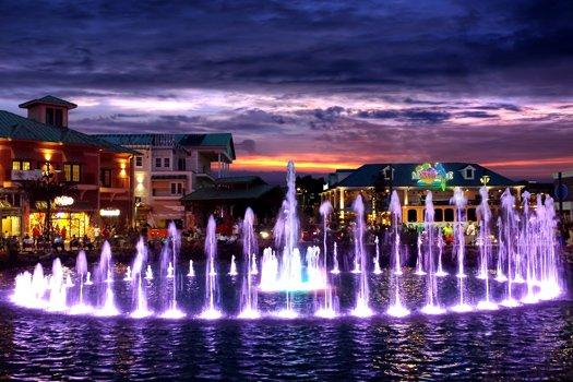 the island fountain at night near 5 star celebration a 1 bedroom cabin rental located in pigeon forge