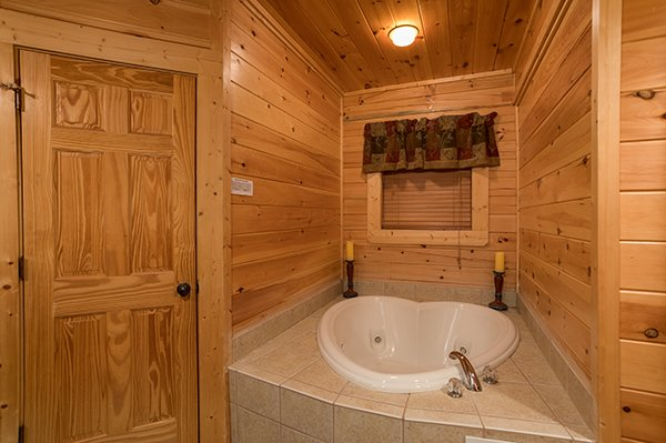 heart shaped jacuzzi at 5 little cubs a 2 bedroom cabin rental located in pigeon forge