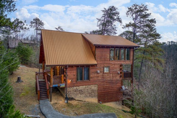 Black Bear Hide-out, a 3-bedroom cabin rental located in Pigeon Forge