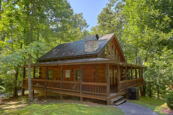 Front porch exterior view at A Place to Remember, a 2 bedroom cabin rental located in Gatlinburg