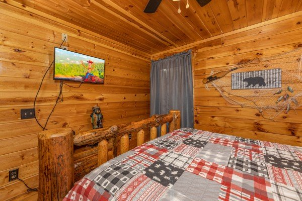 TV and dresser in a bedroom at A Bear on the Ridge, a 2 bedroom cabin rental located in Pigeon Forge