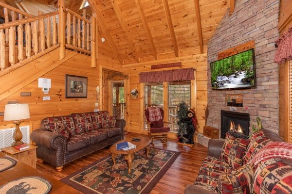 Open concept living room with vaulted ceiling at Bearfoot Memories, a 2-bedroom cabin rental located in Pigeon Forge