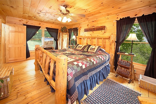 log framed bed at 2 lovin' bears a 1 bedroom cabin rental located in gatlinburg