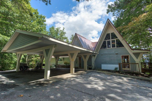 Driveway and covered parking at Terrace Garden Manor, a 13 bedroom cabin rental located in Gatlinburg