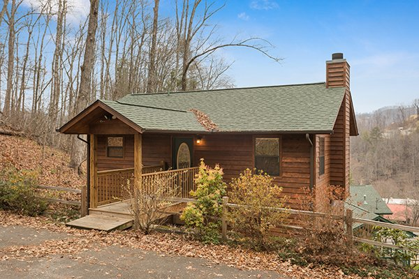 Omg! A 2 bedroom cabin rental located in Gatlinburg