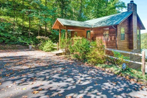 Level parking at Omg! A 2 bedroom cabin rental located in Gatlinburg